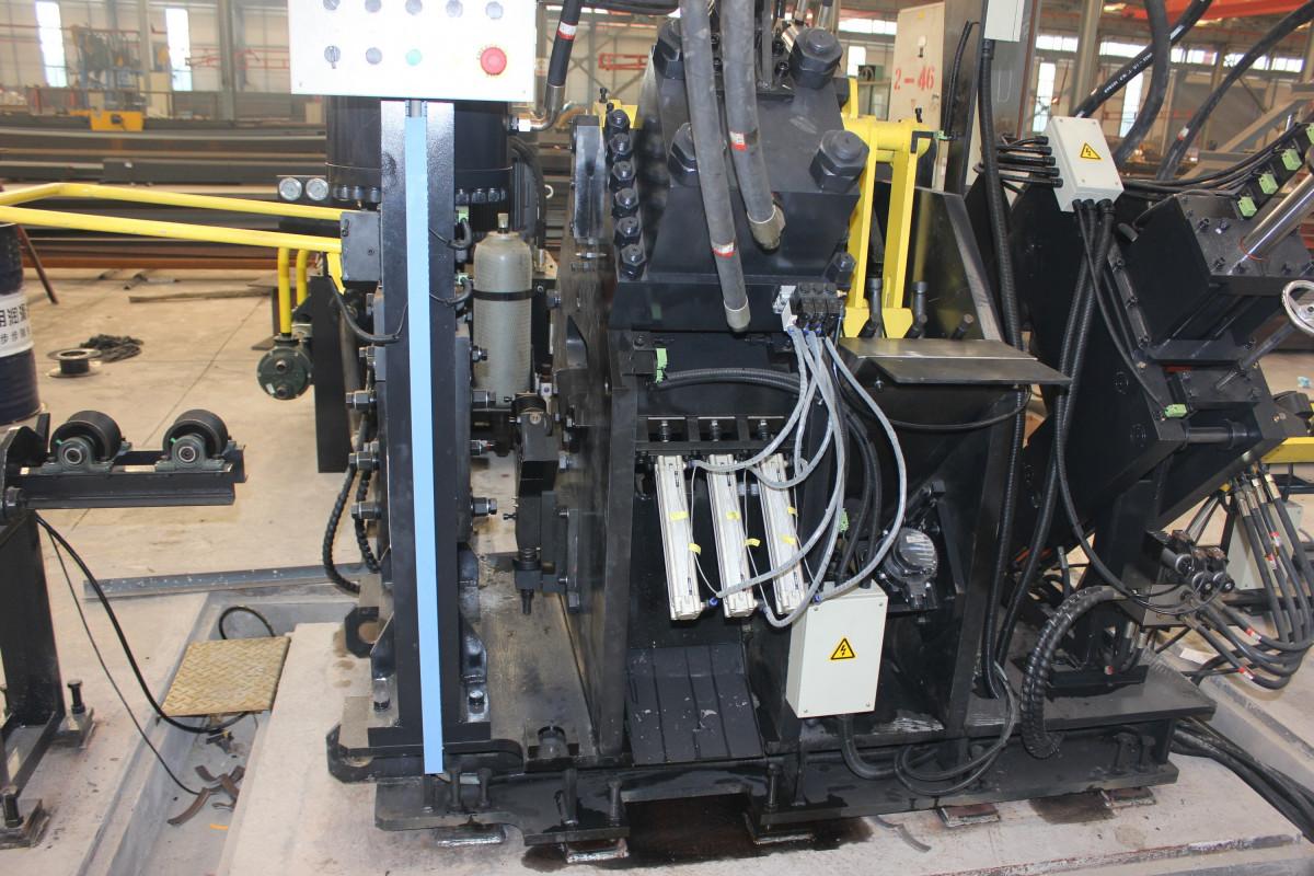 TAPM2020 Станок с ЧПУ повышенной мощности для пробивки, маркировки и рубки уголка